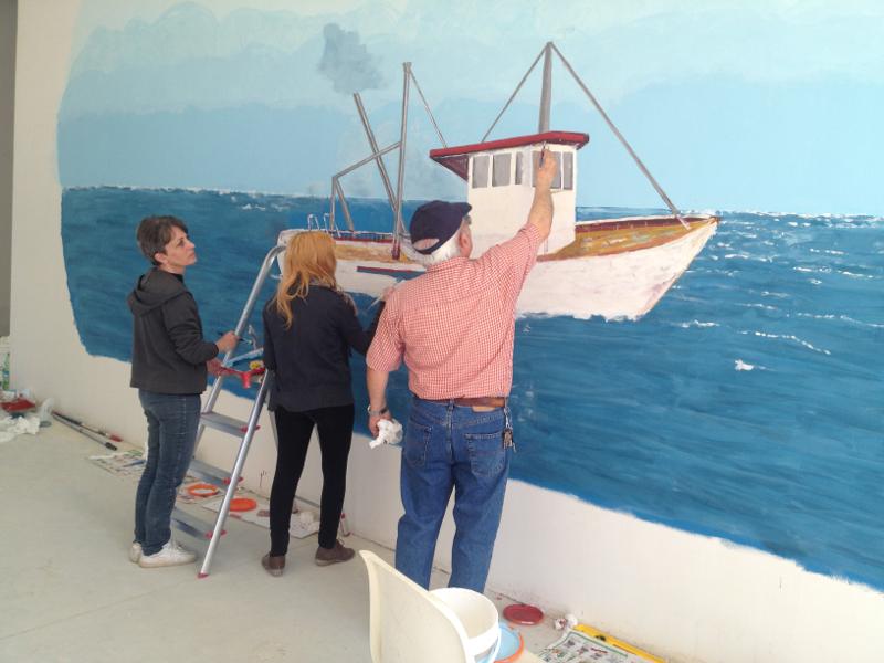 fremono i lavori di allestimento del centro polifunzionale per la pesca che ospiterà nei prossimi giorni la mostra