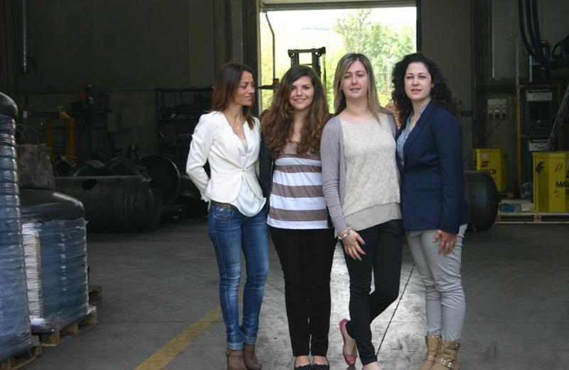 le tre tirocinanti con il tutor Sara De Santis