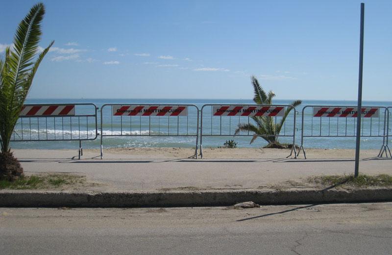 Villa Rosa sud, la mareggiata fa crollare il lungomare