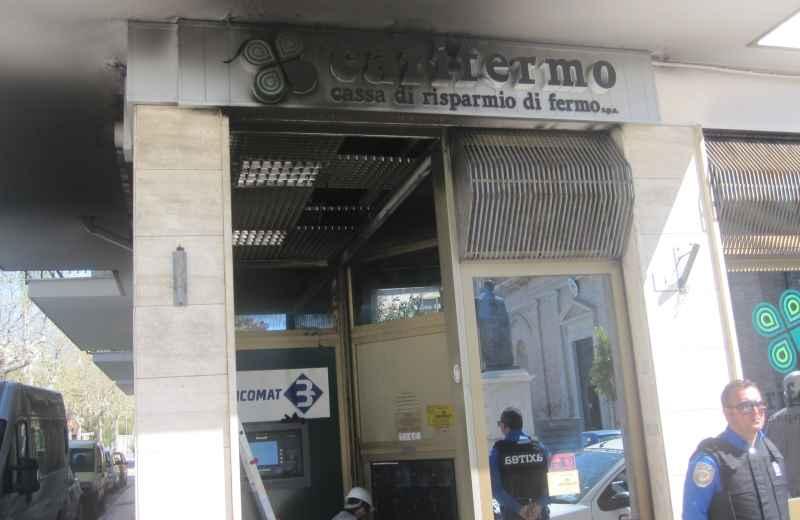 Incendio alla Carifermo (2)