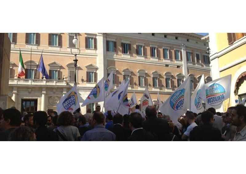 Manifestazione_del Pdl davanti a Montecitorio