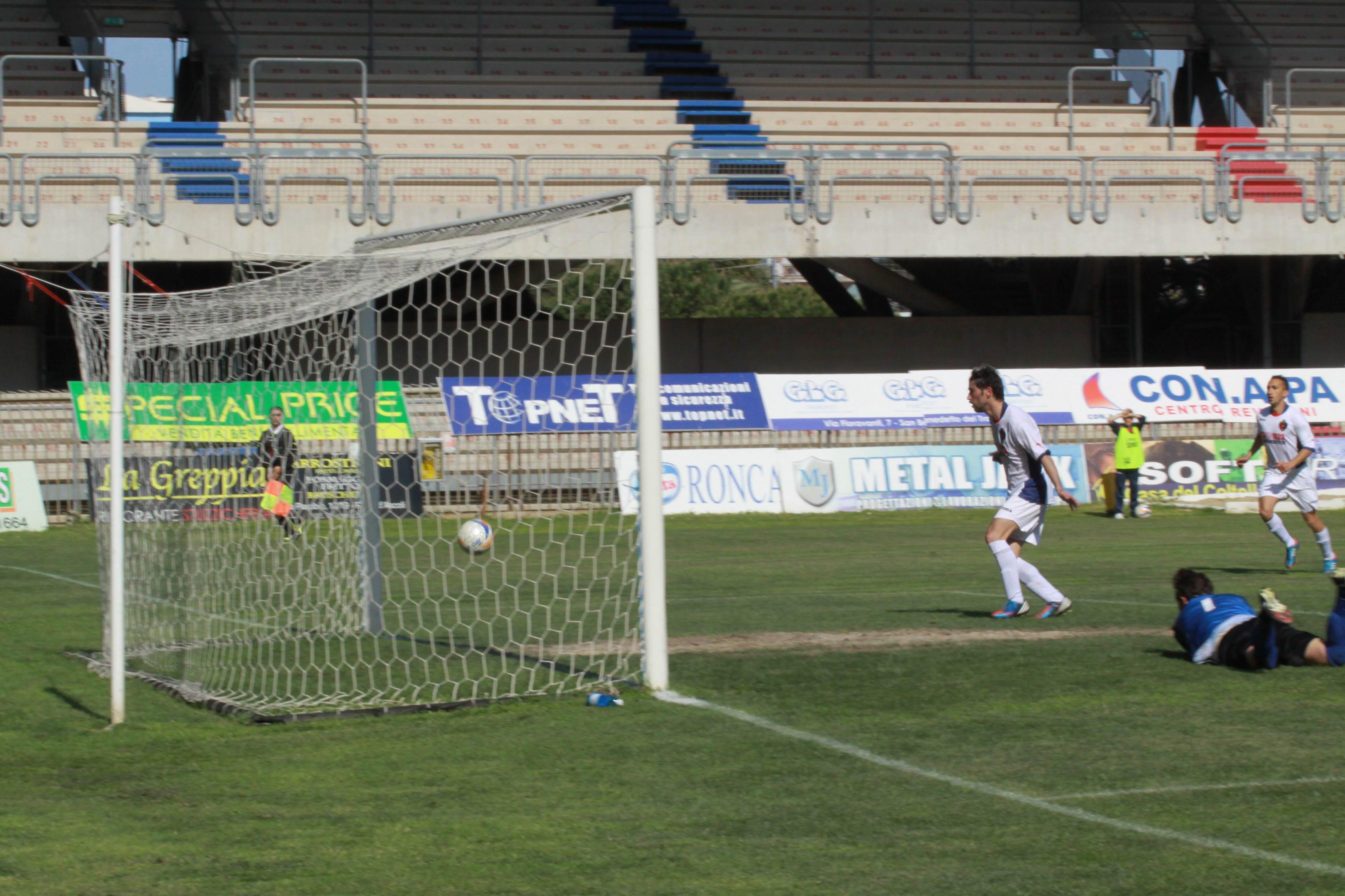 Samb-Isernia il gol di Marini (bianchini)