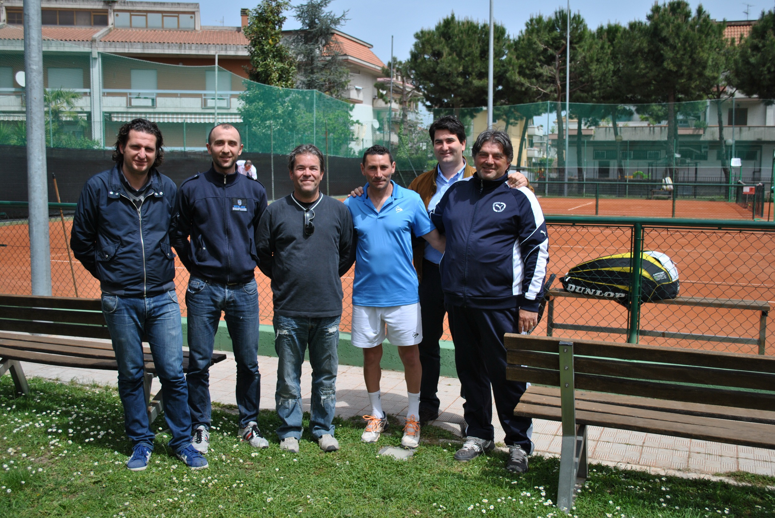 I rappresentanti delle associazionni sportive con l'assessore Loggi(sulla sinistra) e il sindaco Stracci