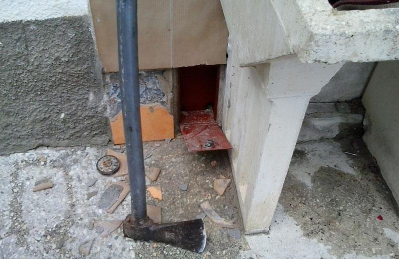 La cassaforte nascosta in giardino e trovata dal cane Homex