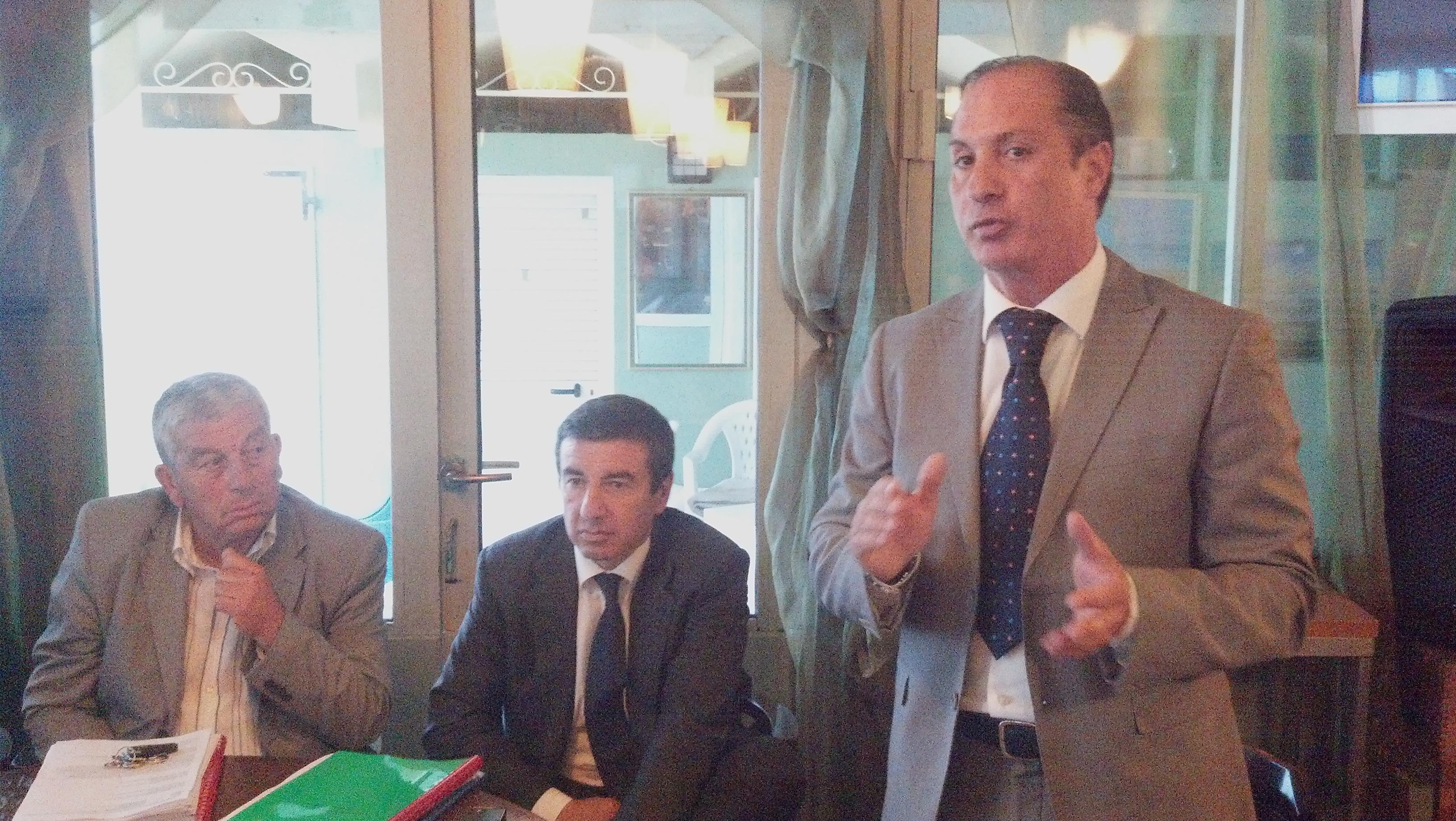 Filippo Olivieri sulla destra, affianco a lui il deputato Ignazio Abrignani e Giuseppe Ricci dell'Itb