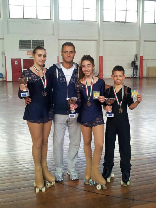 L'allenatore Ivan Bovara assieme a Martina Foschi, Ilaria Spinozzi e Alex De Piazzi