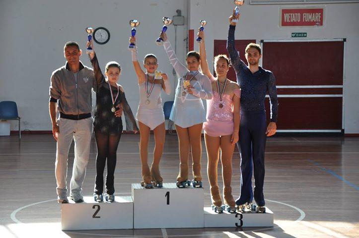 L'allenatore Ivan Bovara con gli atleti
