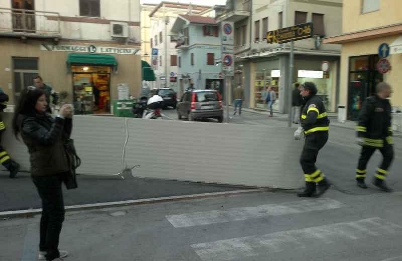 Pannelli caduti in via Montebello (2)