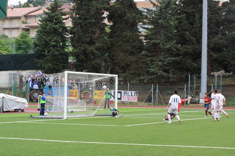 Recanatese 1-2 Samb. Il gol di Carpani. Foto di Matteo Bianchini
