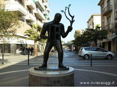 Statua di Kostabi