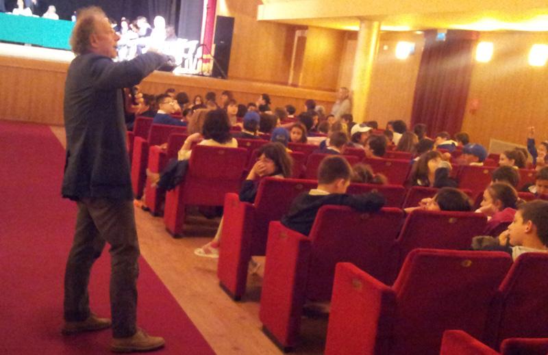 Gherardo Colombo al Concordia mentre risponde agli studenti