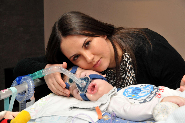 Tiziana Siqueira con il piccolo Manuel