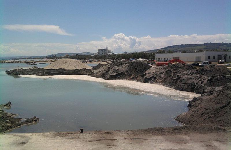Il dragaggio della sabbia al porto di Martinsicuro