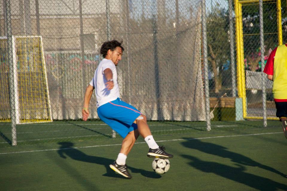 il tennista Fabio Fognini durante la partita di calcetto a Martinsicuro