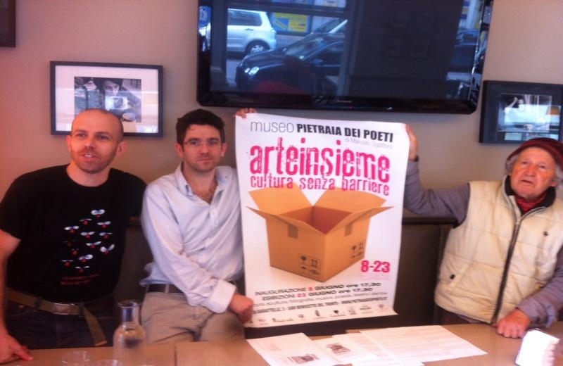 Arte Insiem. Da sinistra Silvano e Fiorenzo Pizza con il maestro Marcello Sgattoni