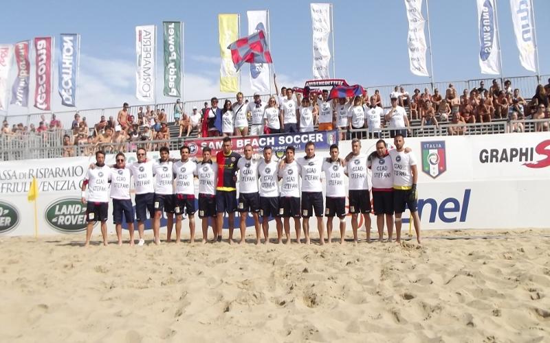 Nella foto i giocatori della Samb con indosso le t-shirt in ricordo di Stefano Borgonovo
