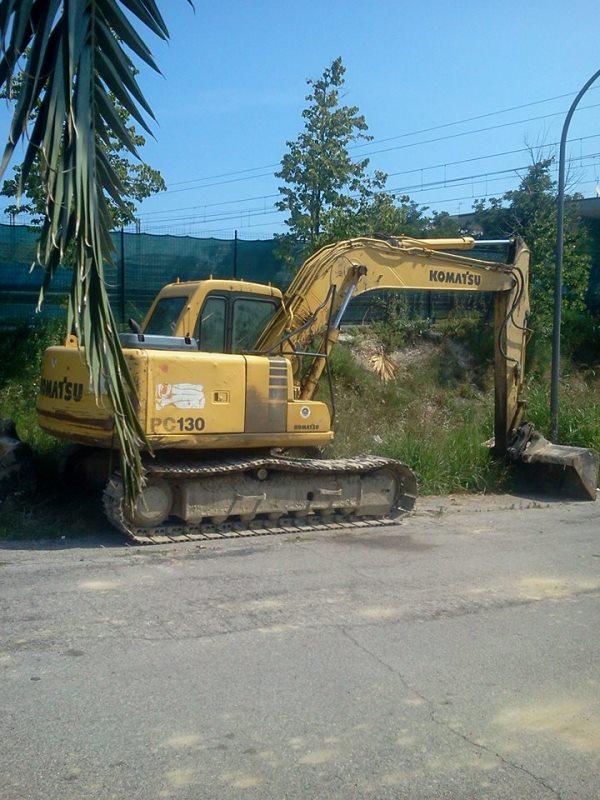 Mezzi di lavoro parcheggiati nei pressi dell'area di sosta Grottammare