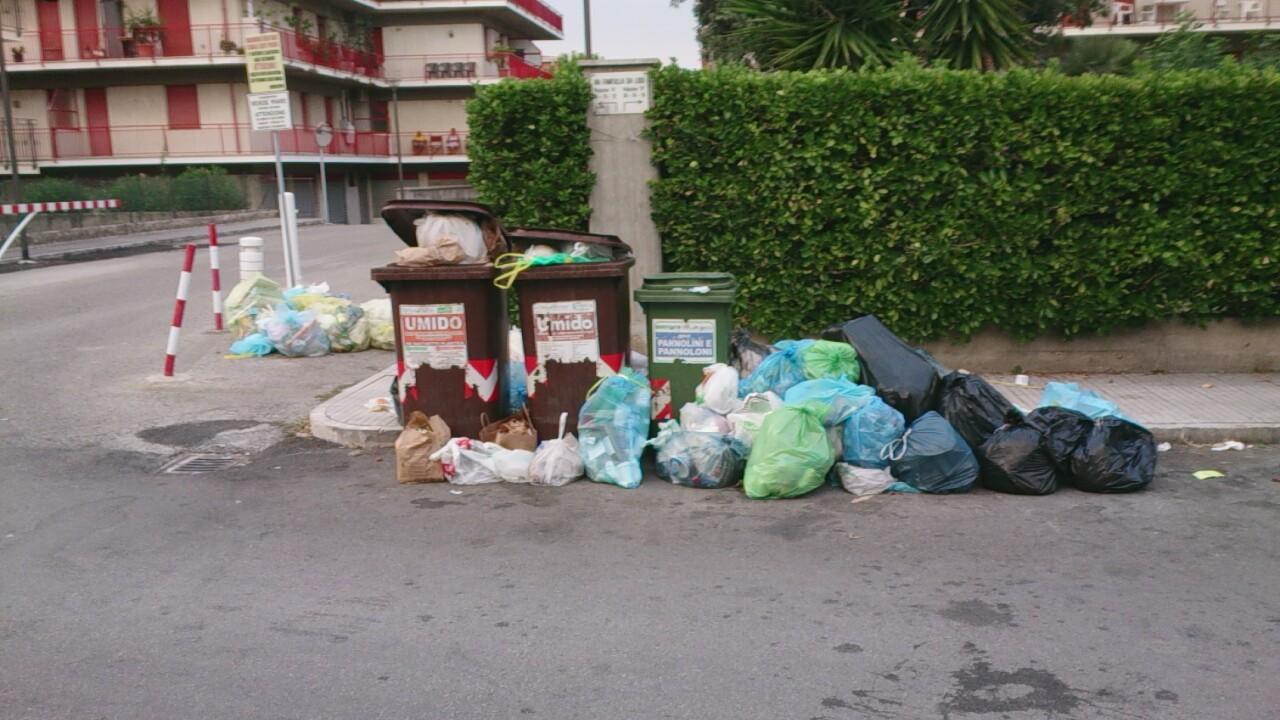 Rifiuti in strada, Porto d'Ascoli
