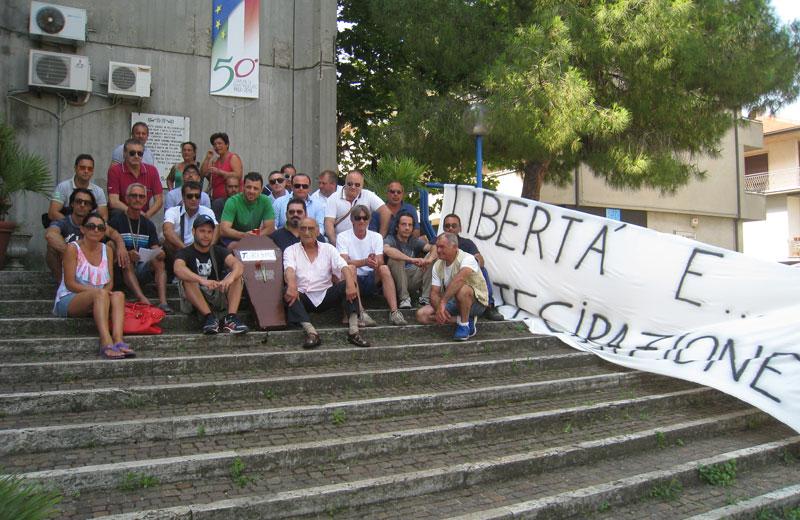 La protesta dei commercianti in Comune lo scorso 17 luglio
