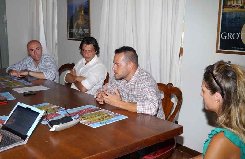 Lo Show sul Mare a Grottammare. Da sinistra Simone Splendiani, Enrico Piergallini, Nico Virgili, Mara Chiappini