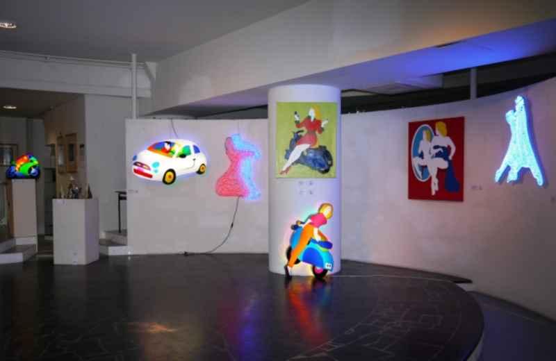 Material Light, opere di  Marco Lodola