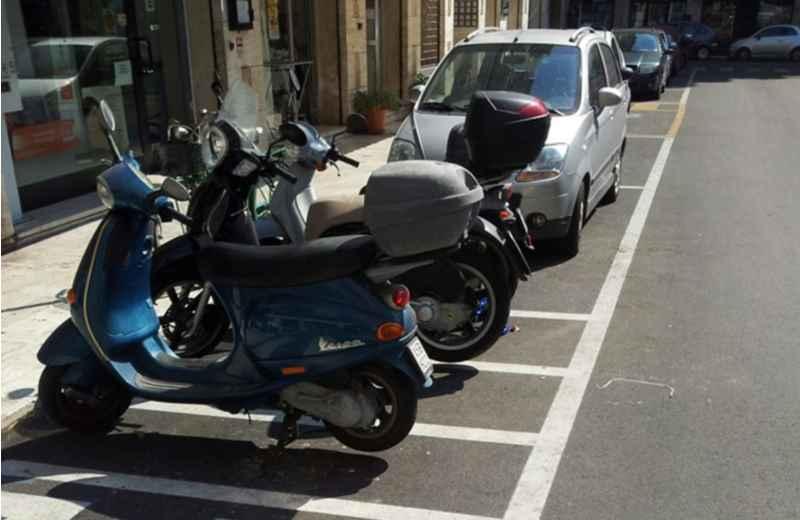 Parcheggi moto in Piazza Carducci