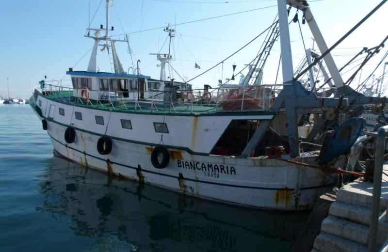 Un peschereccio (foto d'archivio gentilmente concessa da Antonio Biocca)