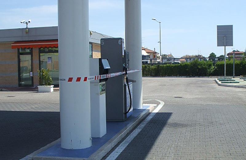 Distributore di benzina sequestrato a Villa Rosa