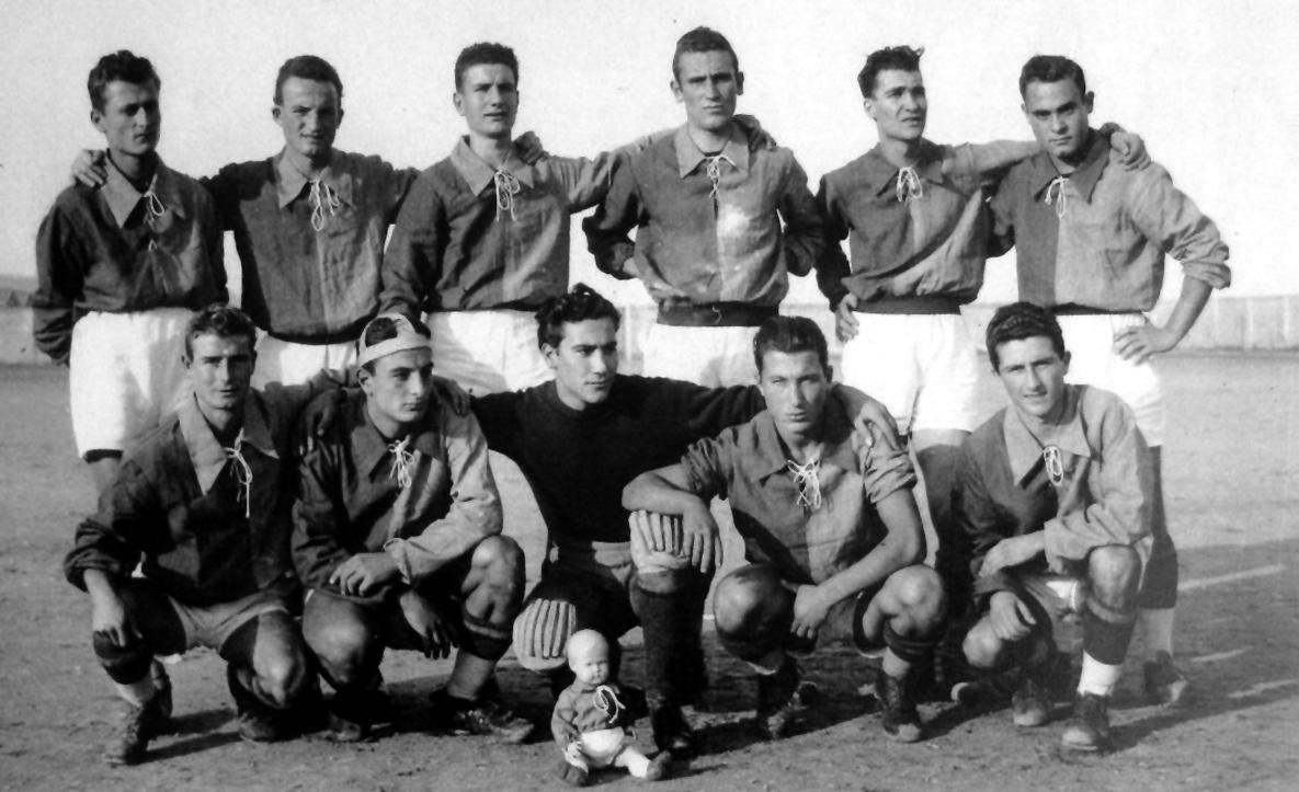 Samb con Giuseppe Sabatini (ultimo, accosciato, a destra)