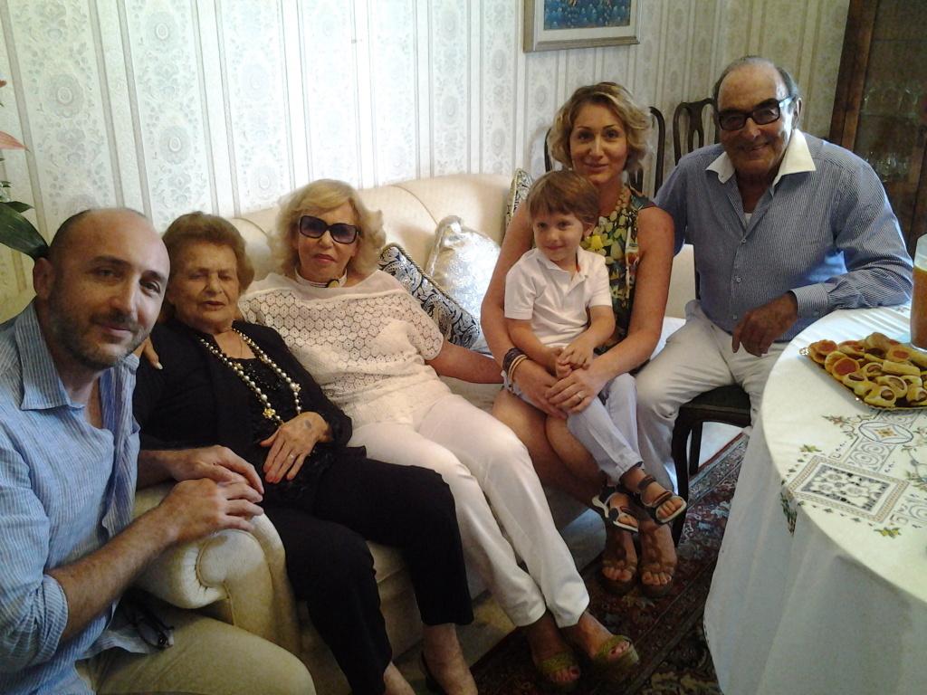 Angela  Piersanti con famiglia