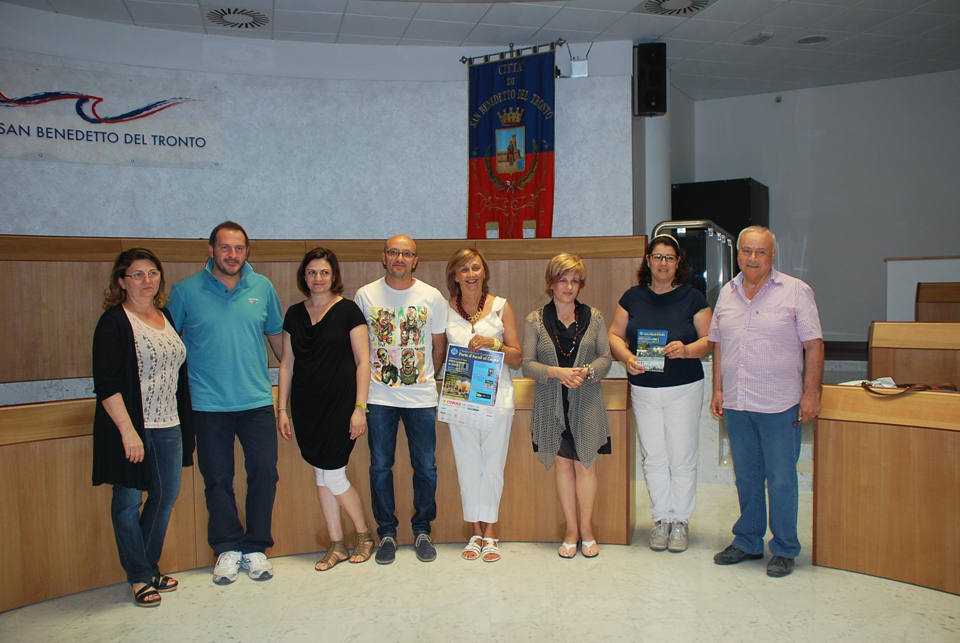 I membri dell'Associazione Commercianti Porto d'Ascoli al centro