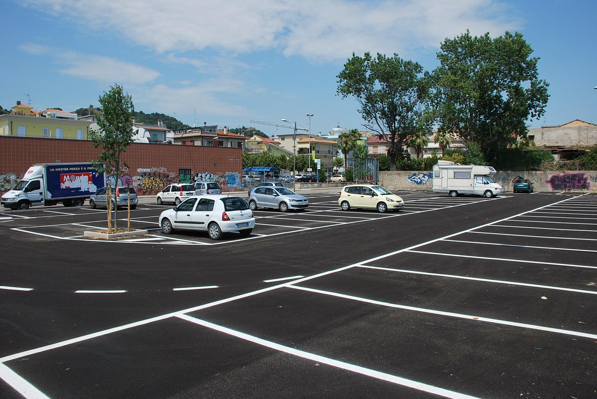 Riviera oggi aperto il nuovo parcheggio nel piazzale ex for Costo del garage di due auto