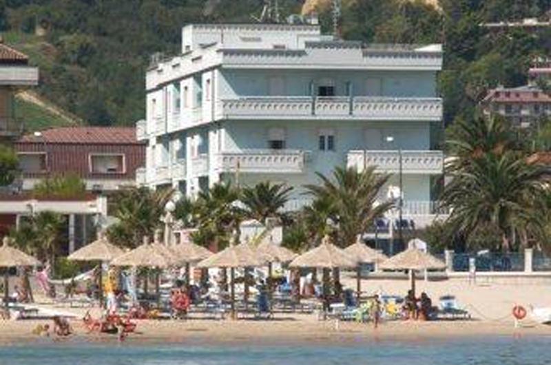 L'hotel Caraibi di Grottammare