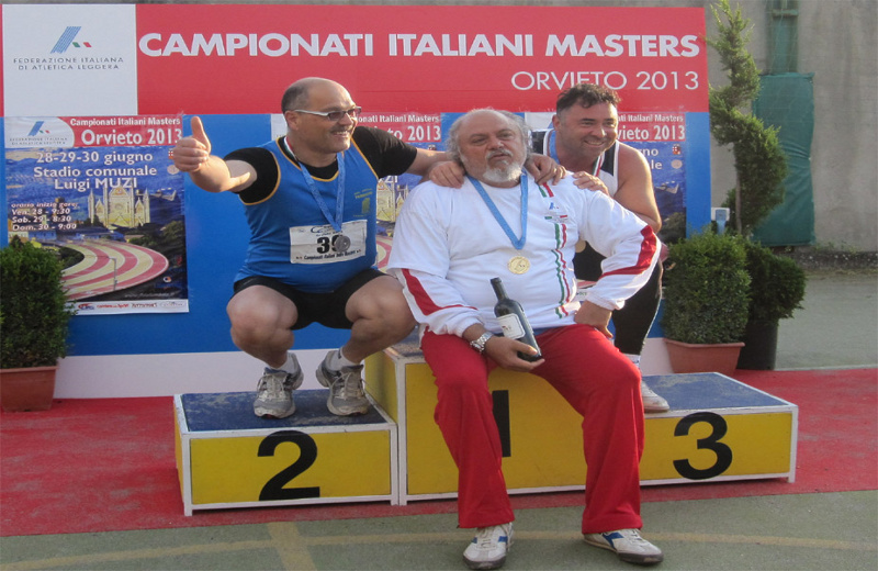 L'atleta Carlo Sebastiani sul podio