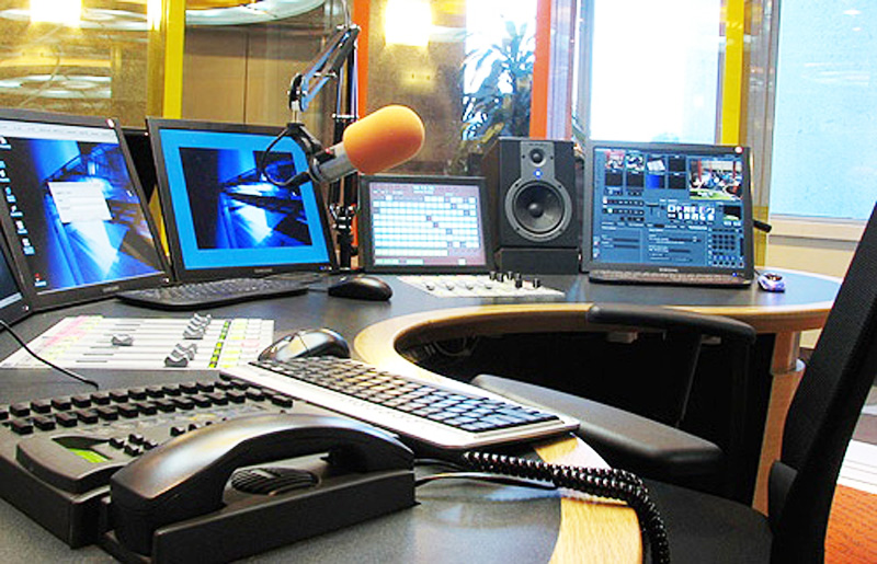 Uno studio radiofonico