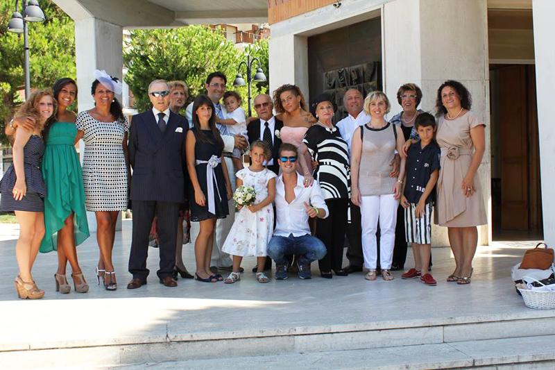La foto di gruppo. Erano presenti anche il papà, la mamma e la zia del genero Giacomo