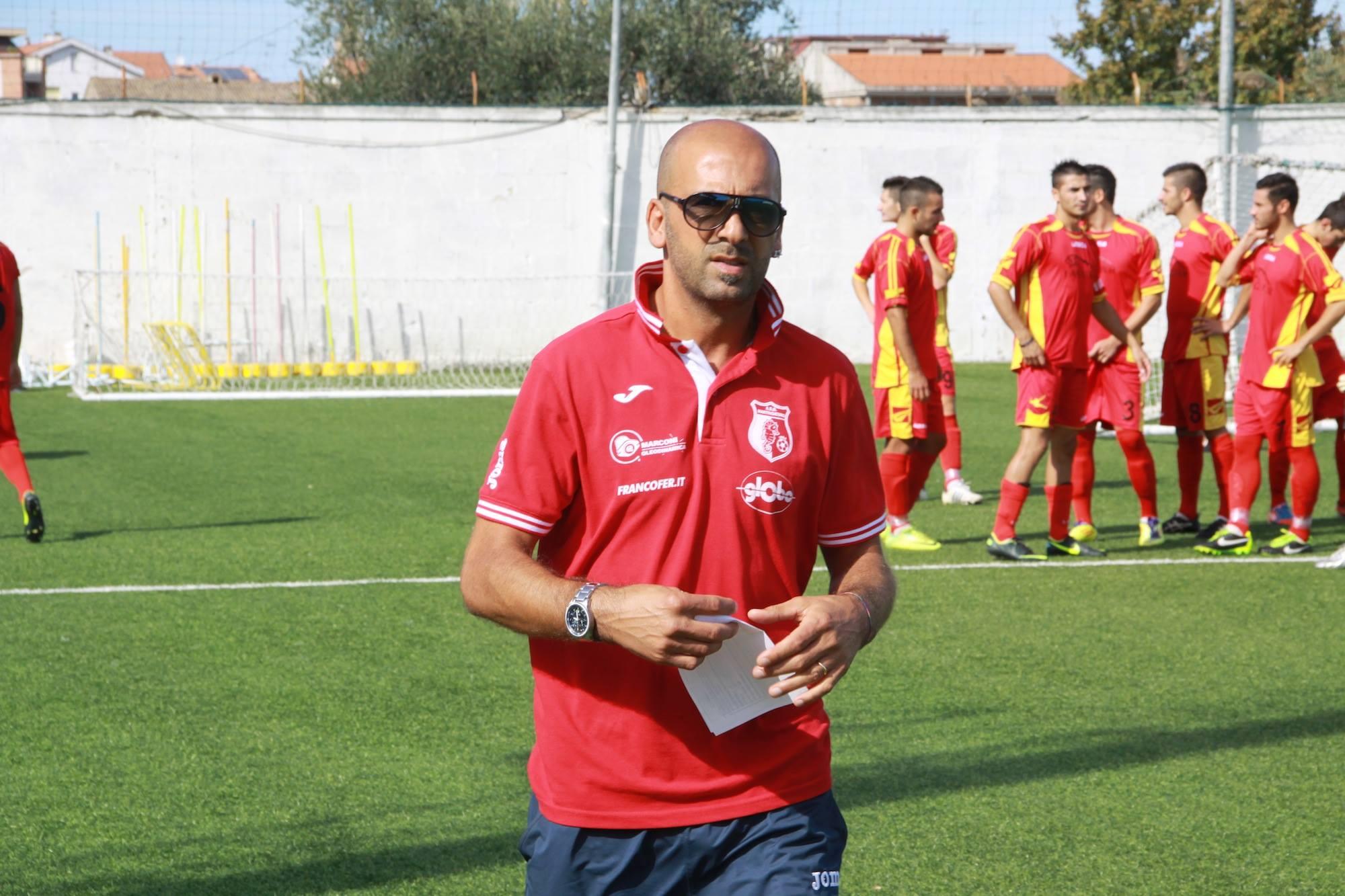 l'allenatore del Martinsicuro Roberto Vagnoni