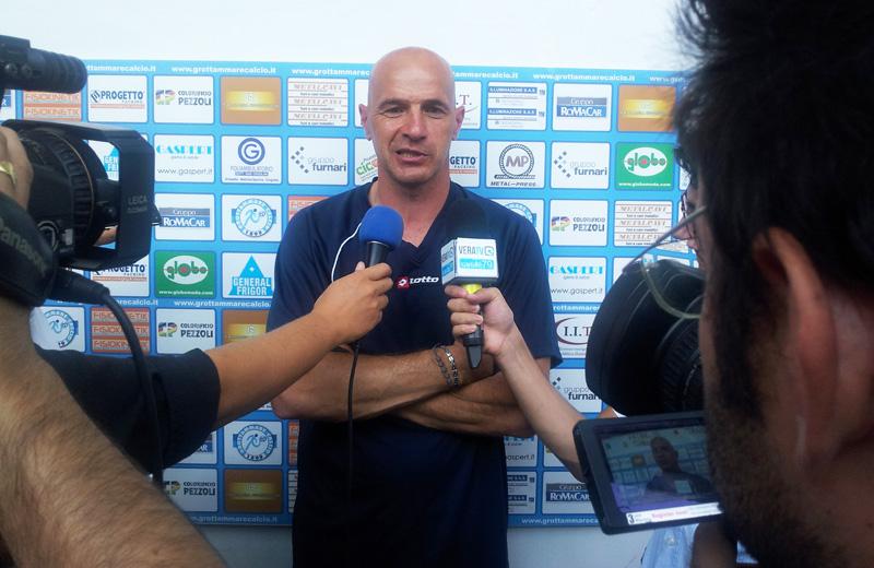 L'allenatore rossoblu Mosconi subito dopo la gara