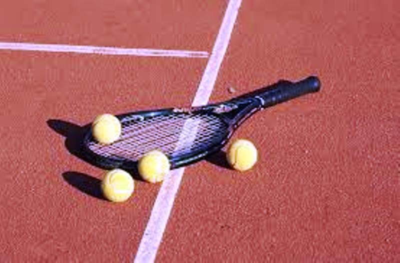 Racchetta e palle da tennis