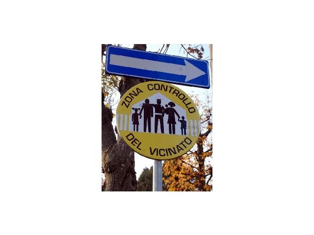 un cartello del Controllo del Vicinato