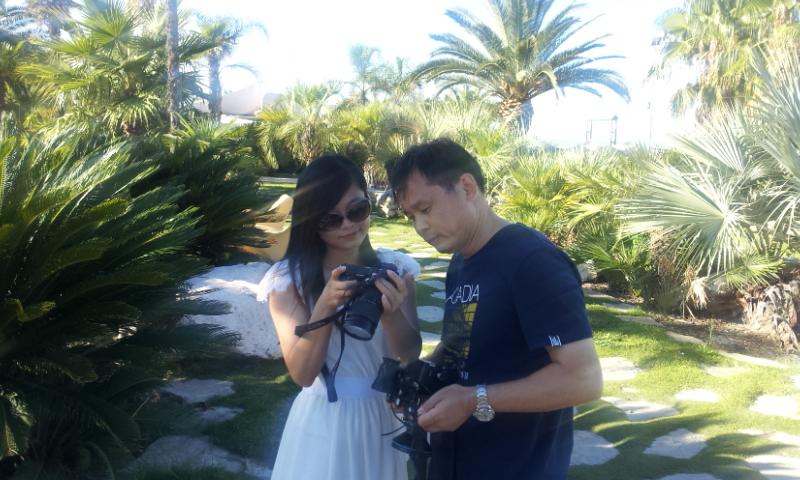 Due giornalisti cinesi durante la loro visita a San Benedetto