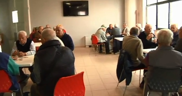 Anziani del Circolo Ricreativo di Monteprandone trascorrono il tempo libero al Centro Pacetti