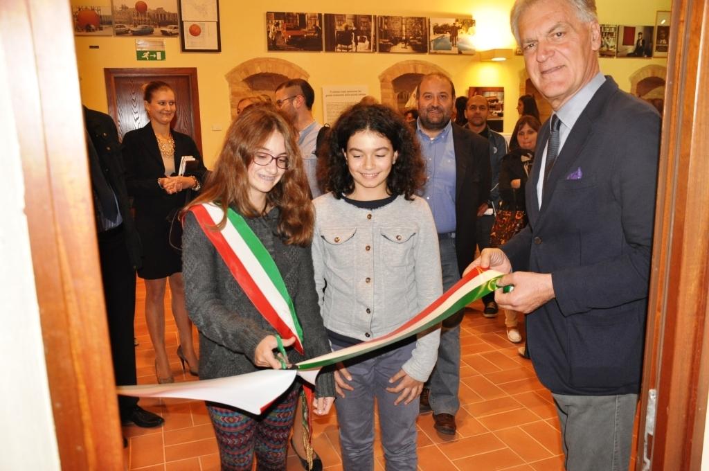 Archivio storico di Montefiore, Celani cede a due giovanissime cittadine il taglio del nastro