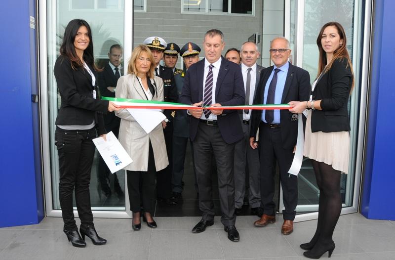 Expo Piceno 2013, inaugurazione e taglio del nastro del presidente del consiglio comunale Calvaresi, al suo fianco il Prefetto Patrizi e il presidente di Confindustria Bucciarelli