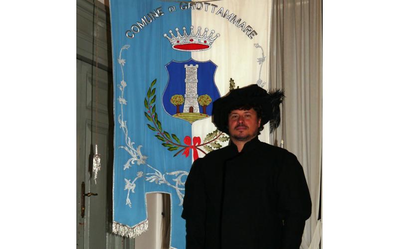 Giuseppe Mattioli nei panni del Capitano del Popolo