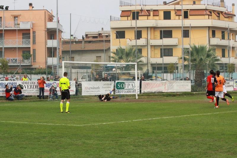 Portorecanati 0-2 Samb, Padovani trasforma il rigore e fa 0-1