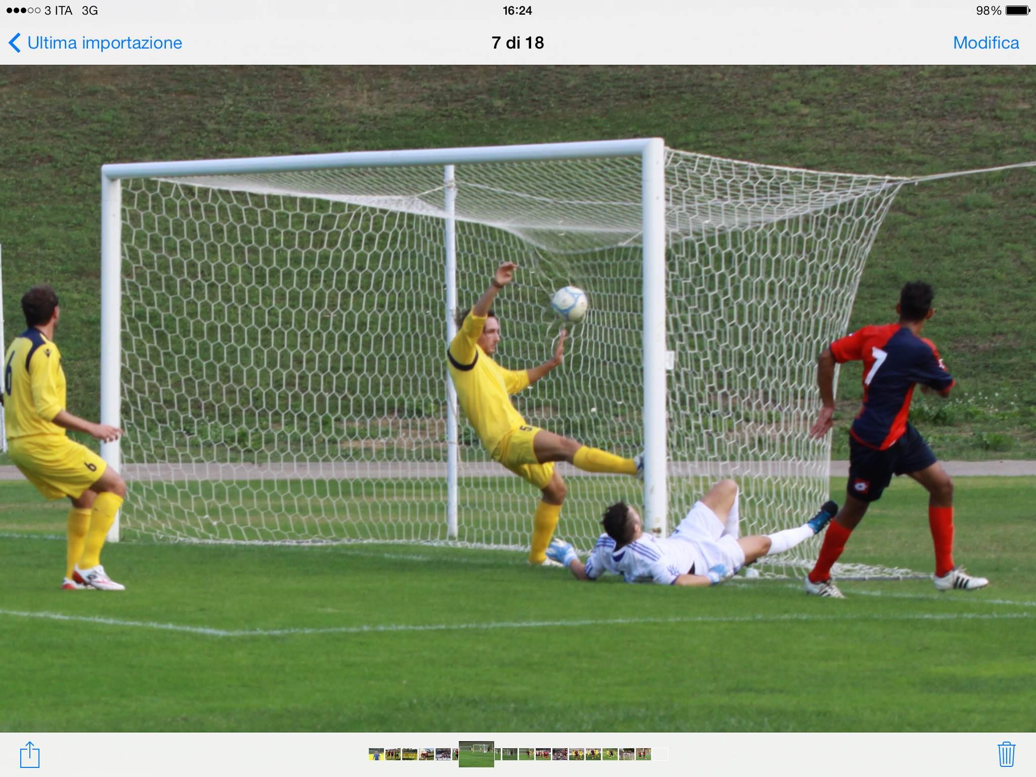 Il gol di Padovani contro la Folgore Falerone (ph Bianchini)