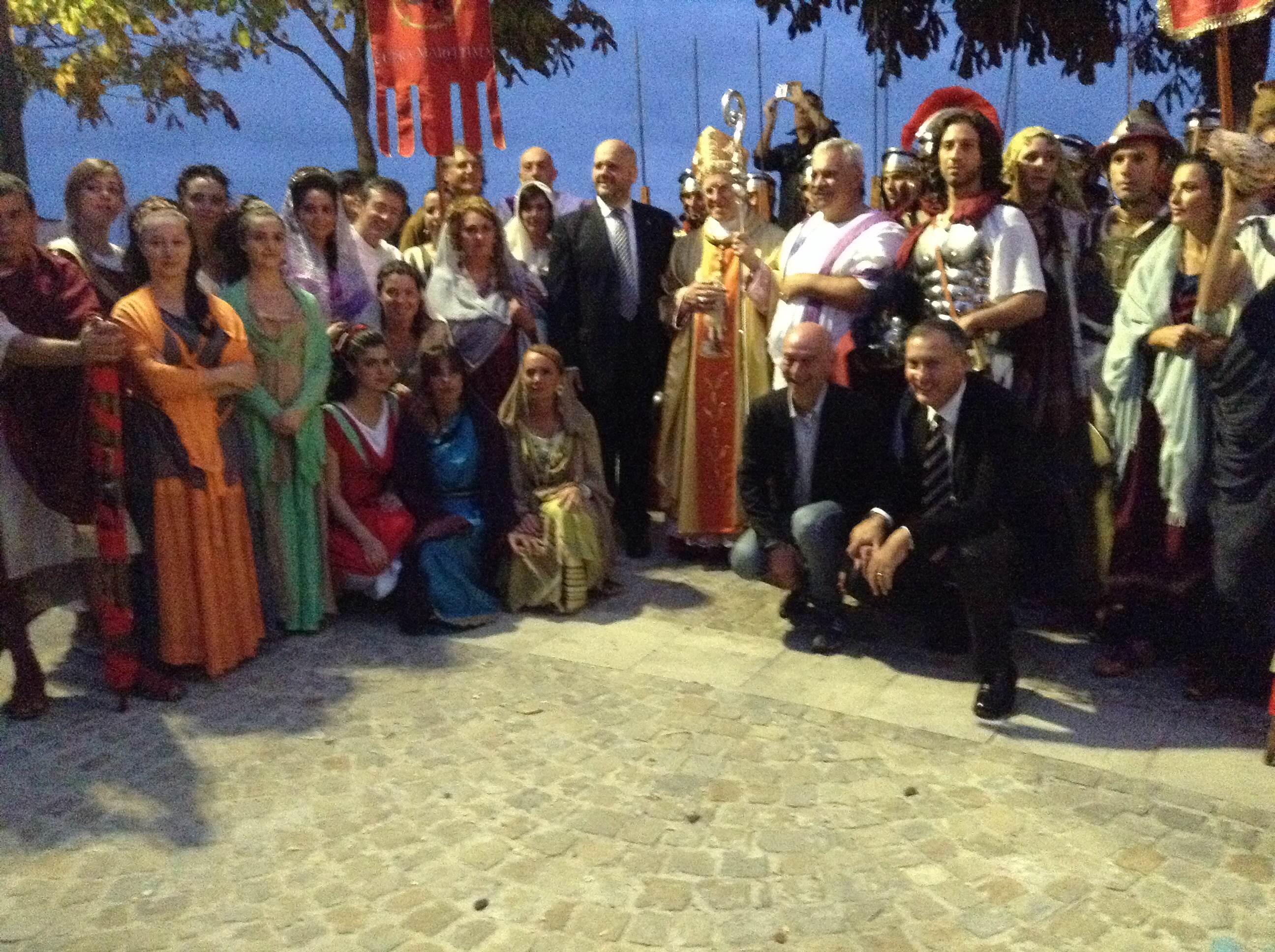 Il gruppo storico Cuprense omaggia San Benedetto Martire alla presenza del sindaco Gaspari, di Marco Calvaresi, del Vescovo Gestori