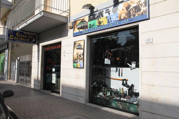 Casa del Coltello è in via Mare, a Porto d'Ascoli