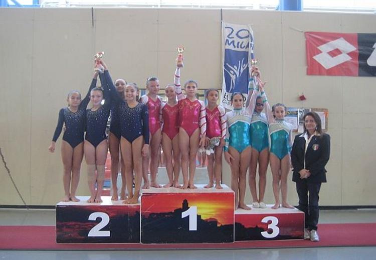 La squadra della World Sporting Accademy sul podio